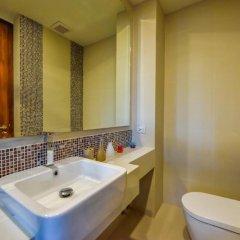 Отель At The Tree Condominium Phuket Номер Делюкс с двуспальной кроватью фото 3