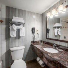 Отель Regency Suites Hotel Канада, Калгари - отзывы, цены и фото номеров - забронировать отель Regency Suites Hotel онлайн ванная фото 2