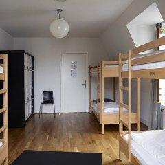 Geneva Hostel Кровать в мужском общем номере с двухъярусной кроватью фото 5