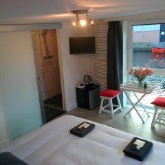 Отель Minties, Floating Bed en Breakfast комната для гостей