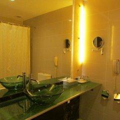 Отель Royal At Queens Сингапур ванная фото 2