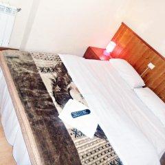 Отель Hostal Numancia Стандартный номер с двуспальной кроватью (общая ванная комната)