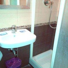 Отель Friendship Place 3* Стандартный номер с двуспальной кроватью фото 29