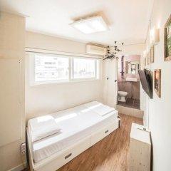 Хостел Itaewon Inn Стандартный номер с различными типами кроватей фото 7