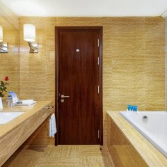 Wyndham Legend Halong Hotel 4* Улучшенный номер с различными типами кроватей фото 3