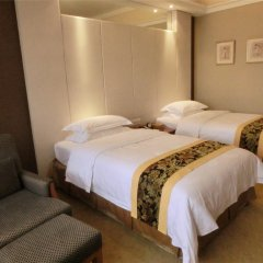 Baiyun Hotel Guangzhou 4* Стандартный номер с различными типами кроватей фото 2