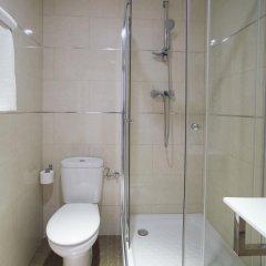 Отель Hostal Drassanes Испания, Барселона - отзывы, цены и фото номеров - забронировать отель Hostal Drassanes онлайн ванная фото 2