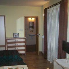 Отель Guesthouse Gostilitsa Боженци сейф в номере