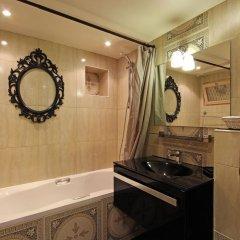 Отель Eiffel Tower Flats Франция, Париж - отзывы, цены и фото номеров - забронировать отель Eiffel Tower Flats онлайн ванная