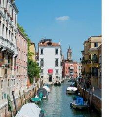 Отель Madame V Apartments Италия, Венеция - отзывы, цены и фото номеров - забронировать отель Madame V Apartments онлайн приотельная территория фото 2