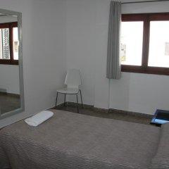Отель Hostal Las Nieves Стандартный номер с различными типами кроватей (общая ванная комната) фото 17
