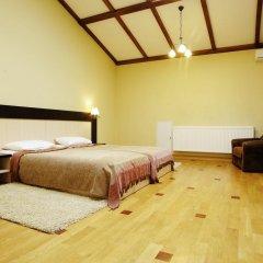 Deluxe Hostel Under The Roof Львов комната для гостей фото 4