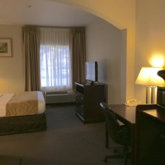 Отель Comfort Suites Tulare удобства в номере