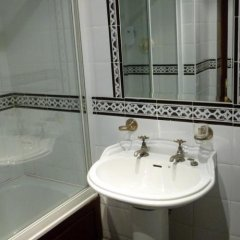Russell Court Hotel ванная