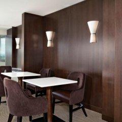 Отель Sheraton Cavalier Calgary Hotel Канада, Калгари - отзывы, цены и фото номеров - забронировать отель Sheraton Cavalier Calgary Hotel онлайн в номере фото 2