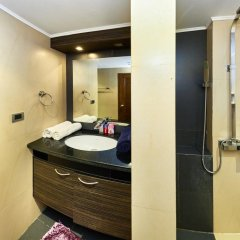Отель Hyde Park by MyPattayaStay ванная фото 2