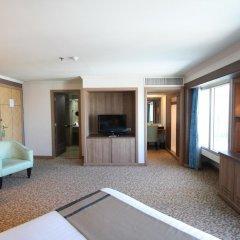 Baiyoke Sky Hotel 4* Стандартный номер с двуспальной кроватью