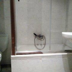 Отель Hostal Jemasaca-Palma61 Испания, Мадрид - отзывы, цены и фото номеров - забронировать отель Hostal Jemasaca-Palma61 онлайн ванная фото 2