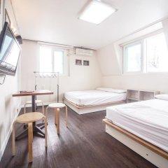 Хостел Itaewon Inn Стандартный номер с 2 отдельными кроватями фото 8