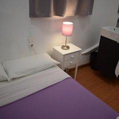 Отель Hostal MiMi Las Ramblas Номер категории Эконом с двуспальной кроватью (общая ванная комната)