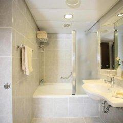 Crowne Plaza Tel Aviv Beach 3* Стандартный номер с двуспальной кроватью