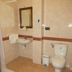 Отель Hostal Restaurante Reina ванная фото 2