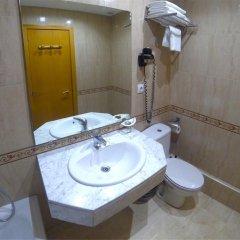 Отель Hostal Boqueria Стандартный номер с различными типами кроватей фото 3