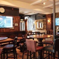 Отель The Wellington Hotel Великобритания, Лондон - 6 отзывов об отеле, цены и фото номеров - забронировать отель The Wellington Hotel онлайн гостиничный бар