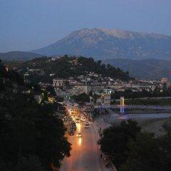 Отель Maya Hostel Berat Албания, Берат - отзывы, цены и фото номеров - забронировать отель Maya Hostel Berat онлайн приотельная территория фото 2