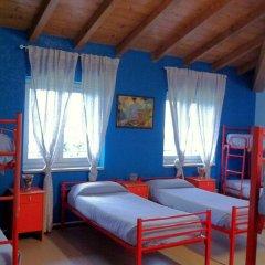 Отель Ostello Verbania Кровать в общем номере фото 7