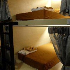 Loma Hostel at Phuket Town Кровать в общем номере с двухъярусной кроватью фото 10