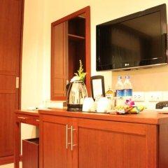 Отель Patong Hemingways 3* Улучшенный номер двуспальная кровать фото 12