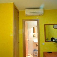 Отель Hostal Naranjos Стандартный номер с различными типами кроватей фото 17