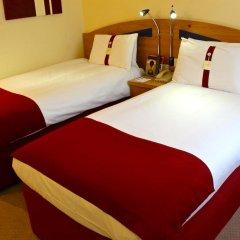 Отель Holiday Inn Express London Stansted 3* Стандартный номер с различными типами кроватей фото 3