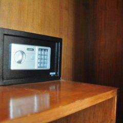 Отель Tamarind Twin Resort Ланта сейф в номере