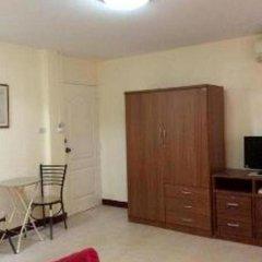 Отель The Nelson Guest House Pattaya Улучшенный номер с различными типами кроватей фото 4