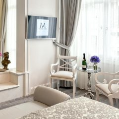 Mirrors Hotel комната для гостей