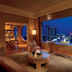 Отель The Ritz-Carlton, Millenia Singapore 5* Люкс Premier с двуспальной кроватью фото 3
