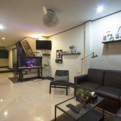 Отель Yasinee Guesthouse Бангкок интерьер отеля