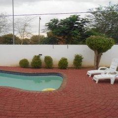 Отель Zanville Bed And Breakfast Габороне бассейн