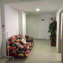 Отель Go Bcn Hostal Ideal Badal интерьер отеля фото 3