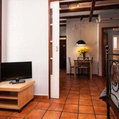 Апартаменты Plaza Real Apartments Барселона комната для гостей фото 2