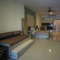 Отель Jomtien Morningstar Guesthouse 2* Стандартный семейный номер с двуспальной кроватью