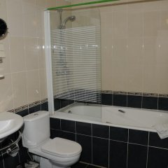 Гостиница Грин Казахстан, Атырау - отзывы, цены и фото номеров - забронировать гостиницу Грин онлайн ванная фото 2