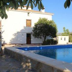 Отель Casa El CastaÑo Алькаудете бассейн