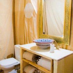 Отель Merzouga Luxury Camp Марокко, Мерзуга - отзывы, цены и фото номеров - забронировать отель Merzouga Luxury Camp онлайн ванная фото 2