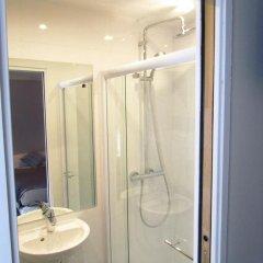 Отель Hôtel Exelmans 2* Улучшенный номер с двуспальной кроватью фото 12