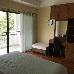 Отель Baan Somprasong Condominium сейф в номере