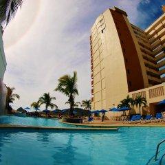 Отель Las Flores Beach Resort бассейн фото 2