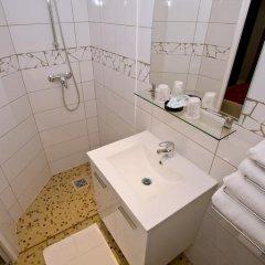 Отель Hipotel Paris Belleville Pyrenees 3* Стандартный номер фото 5